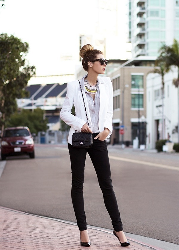 White skinny jeans and black blazer
