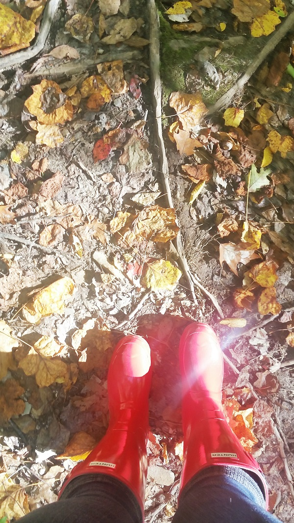 Autumn Hike | Hunter Rain Boots + Fallen Leaves